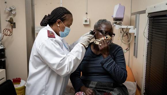 A diferencia de Europa o América, donde la propagación del coronavirus está repuntando o sigue fuera de control, los contagios parecen haberse ralentizado en África. (EFE/EPA/YESHIEL PANCHIA).