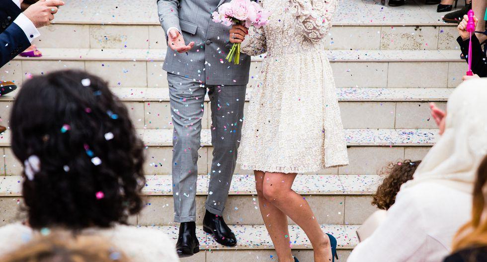 La fotografía del simpático escuadrón de flores escogido por la pareja de novios para el gran día, acaparó la mirada de todos. (Foto: Pixabay / referencial)