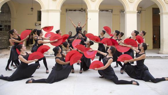 """Parte del elenco de la Lizt Alfonso Dance Company recrea una de las escenas del video """"Bailando"""", de Enrique Iglesias con Gente de Zona. (Foto: Antonio Pons Beato)"""