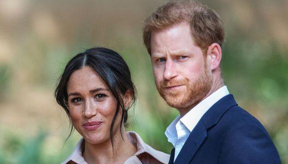 La pareja tomó la decisión de independizarse de la familia real británica y causó sorpresa y polémica en el mundo (Foto: AFP)