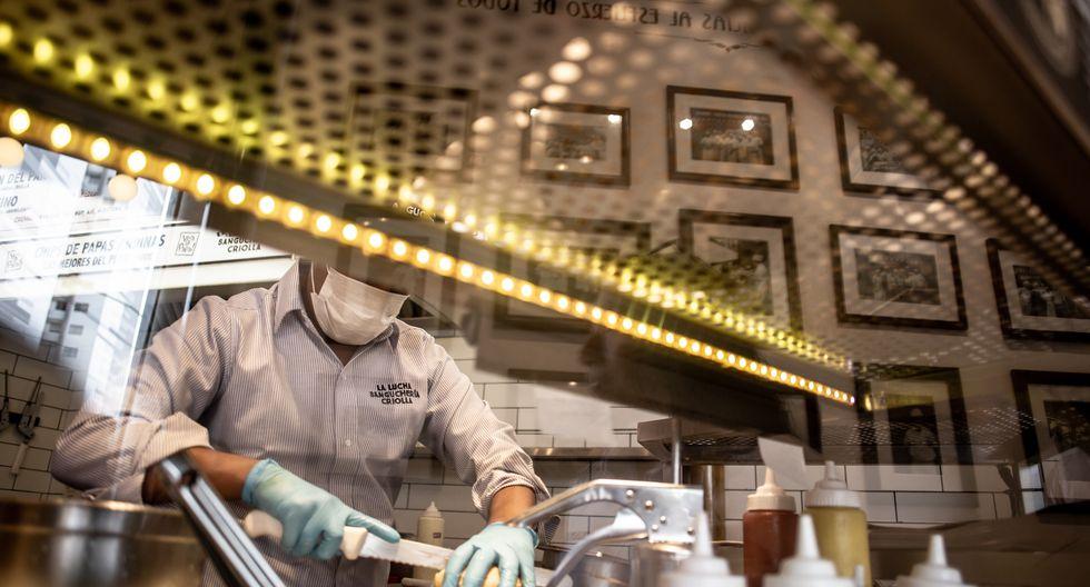 Cada cuatro horas entra un nuevo aprendiz a la tienda de instrucción que La Lucha tiene en Surquillo. En total, el taller que brinda la empresa a sus futuros empleados dura nueve días. (Fotos: Karen Zárate)