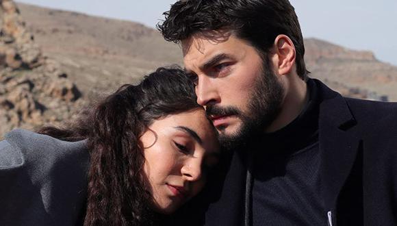 """Miran (Akın Akınözü) y Reyyan (Ebru Şahin) son los protagonistas de la telenovela turca """"Hercai"""" (Foto: Mia Yapım)"""