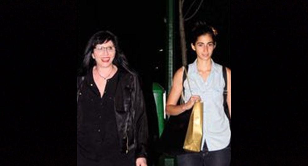 Alba Flores junto a su madre, la productora de teatro Ana Villa.