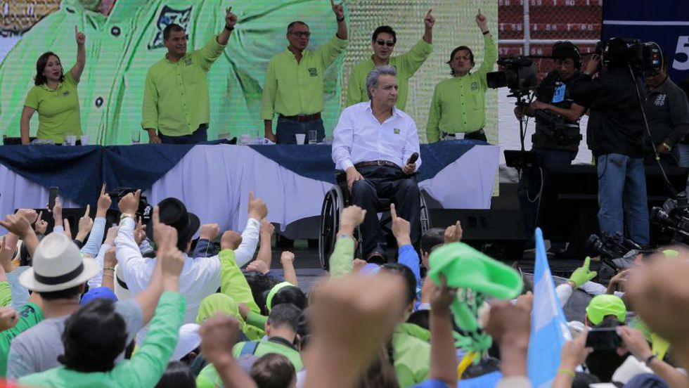 Lenin Moreno se prepara para pronunciar un discurso después de ser anunciado como candidato presidencial para el partido Alianza País junto al expresidente ecuatoriano Rafael Correa. (Foto: AFP).