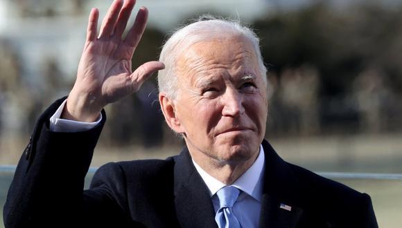 """Joe Biden confirmó a la prensa que Donald Trump le dejó una """"generosa"""" carta. (Foto: JONATHAN ERNST / POOL / AFP)"""