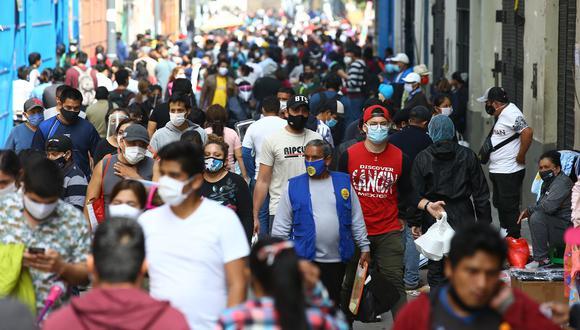 Los casos nuevos semanales de contagio de COVID-19 cayeron en más de 50% en 15 distritos de Lima y el Callao. (Foto: Fernando Sangama/ GEC)
