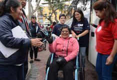 Parapanamericanos: voluntarios arman sillas de ruedas para niños y adultos