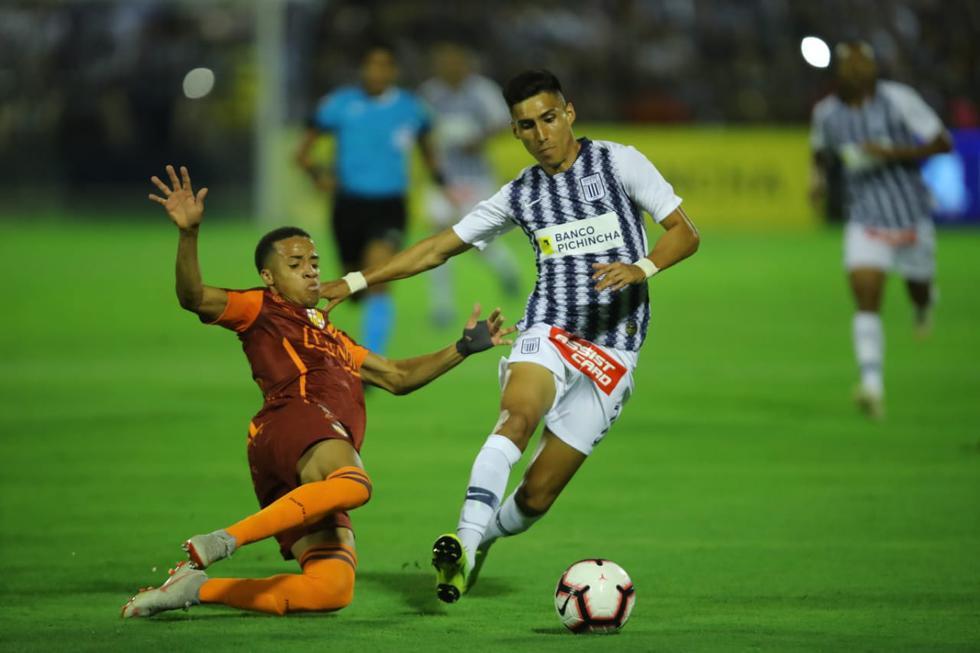 Alianza Lima presentó a su plantel profesional en la Noche Blanquiazul. | Foto: Giancarlo Ávila