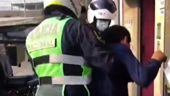 En su afán de evitar ser detenido, afirmó que el propietario del negocio era su suegro. (Foto: captura Canal N)