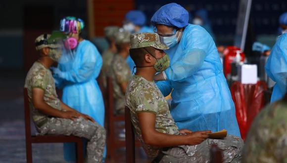 Esta semana, policías y militares empezaron a ser vacunados contra el coronavirus en diferentes instalaciones de Lima y Callao. (FOTO: Jessica Vicente)