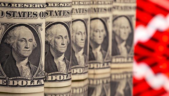 """El """"dólar blue"""" se negociaba a 150 pesos en el mercado marginal de Argentina este jueves. (Foto: Reuters)"""