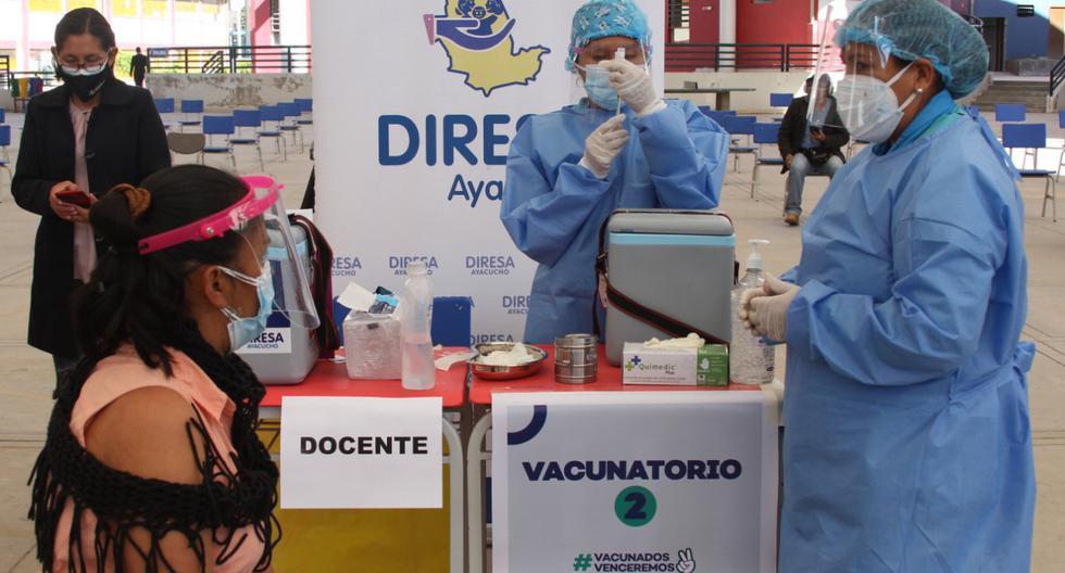 Perú es el país de Ltinoamérica que menos docentes ha vacunado con la primera dosis y el cuarto con menos maestros completamente inmunizados. (Foto: Minedu)