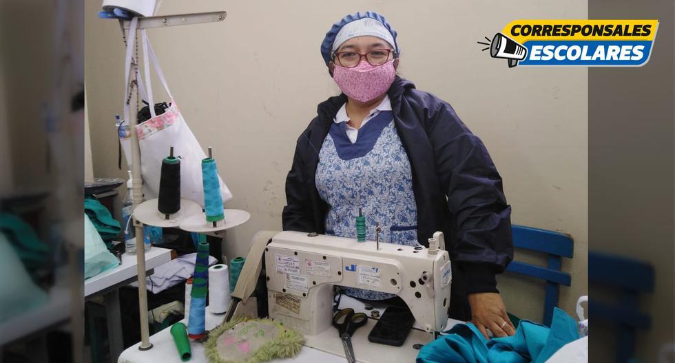 Eloina Díaz confecciona cubrebocas, mamelucos y gorros con sobrantes de tela antifluidos.