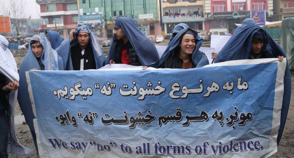 Afganos se vistieron de mujer para protestar por la igualdad