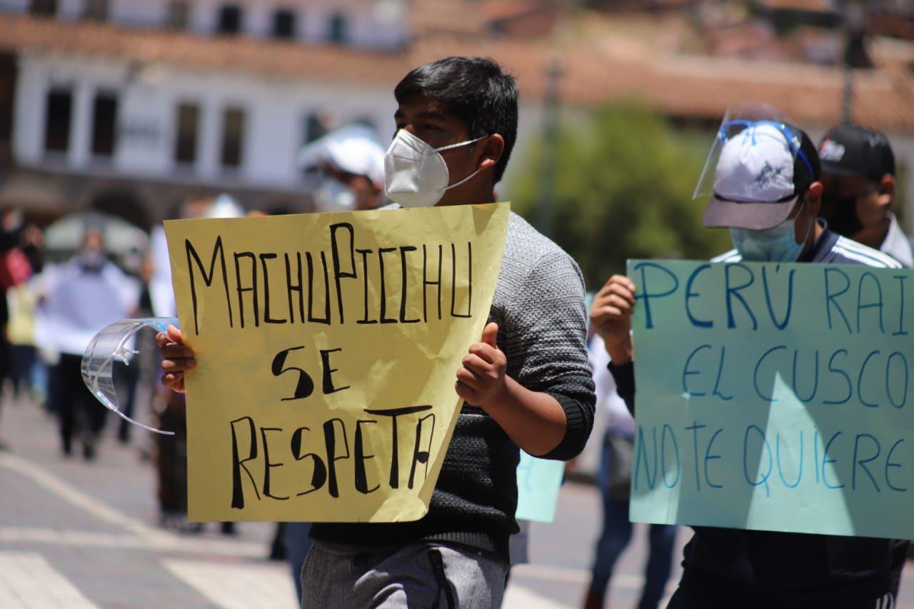 Ciudadanos protestaron por la tarifa de operadores de tren. (Foto: Melissa Valdivia)