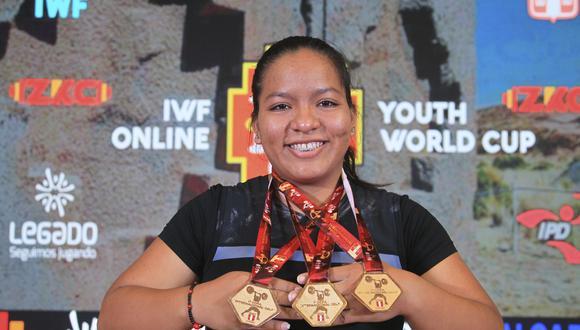 Estrella y sus medallas de oro logradas en el Mundial de Pesas Sub 17. (Foto: Legado Lima 2019)