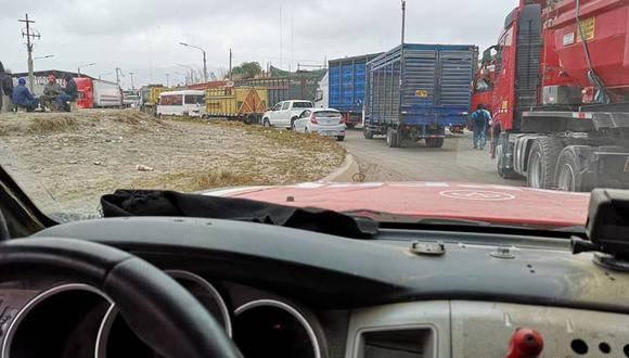 Piloto peruano Diego Weber llegó recién esta mañana a Arequipa y de inmediato tiene que partir a Tacna. (Foto: Facebook Diego Weber).