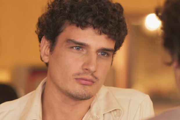 Eduardo Pérez plays Hugo de la Cruz in