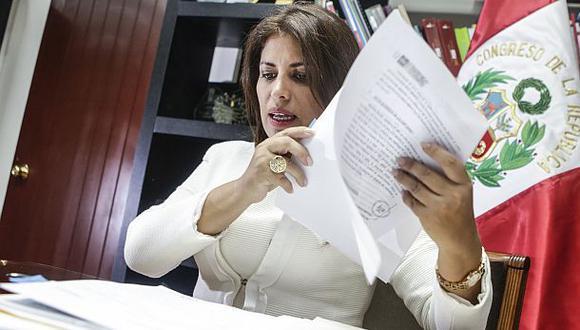 Carmen Omonte: le abren proceso de exclusión por dar dinero
