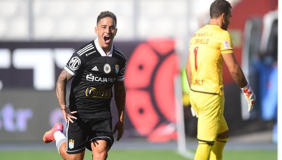 Alejandro Hohberg vence a José Carvallo en el 1-0 de Sporting Cristal sobre Universitario en la quinta fecha de la Liga 1 del 2021. (Foto: Liga 1)