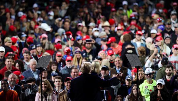 El presidente de Estados Unidos, Donald Trump, hace gestos mientras habla durante un mitin de campaña para el Senado en Valdosta, Georgia. (REUTERS / Jonathan Ernst).