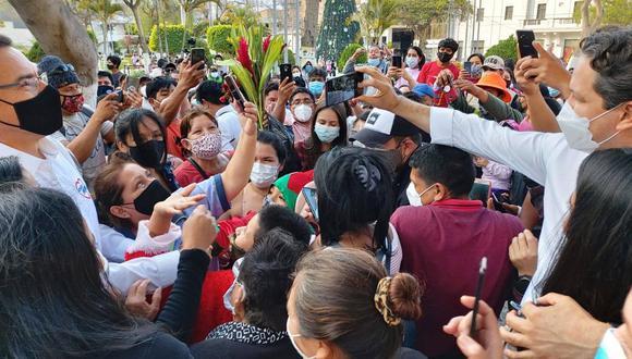 El expresidente Martín Vizcarra ha incumplido, como candidato al Congreso, el protocolo sanitario que su gobierno dictó en abril pasado para frenar la pandemia de COVID-19. (Foto: Difusión)