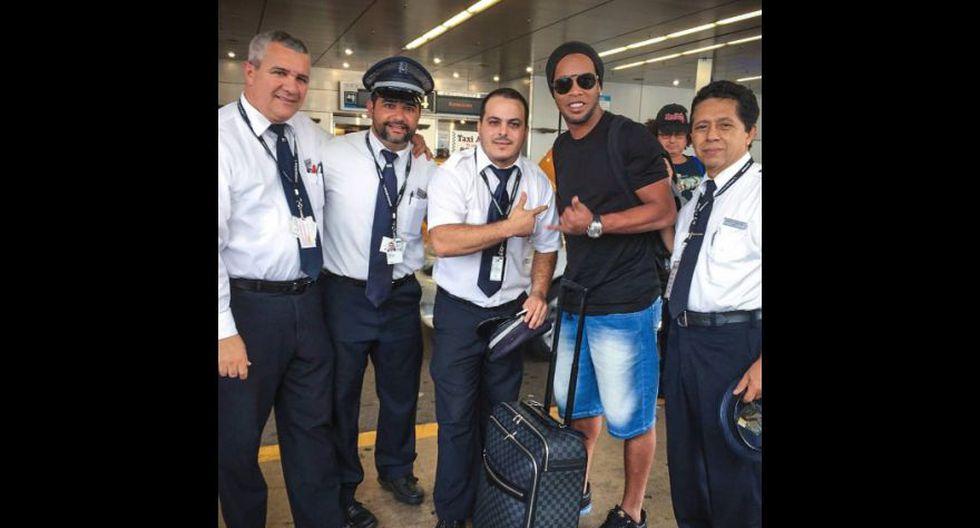 Ronaldinho cumplió un año como ex jugador: mira a qué se dedicó - 18