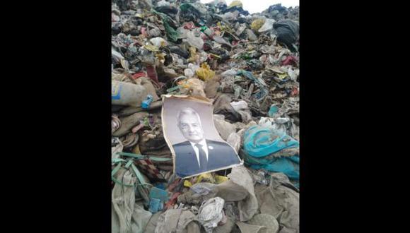 Trujillo: hallan retrato del ex alcalde Elidio Espinoza en el botadero de El Milagro