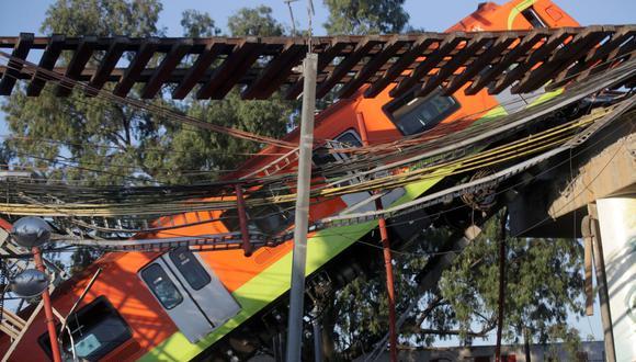 """El accidente ha sacudido a México desde el lunes, cuando en la noche cedió una viga de un puente elevado de la Línea 12 en el oriente de la capital, lo que causó la caída de un vagón con pasajeros que quedó encallado en forma de """"V"""". (REUTERS/Henry Romero)."""