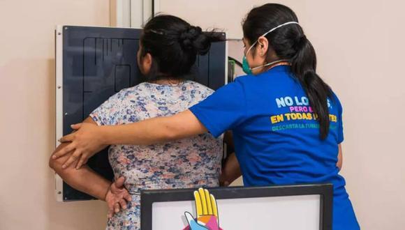 Las personas serán sometidas a una radiografía de tórax y una prueba rápida (muestra de esputo) en caso que en el primer examen se haya detectado sospechas de tuberculosis. (Difusión)