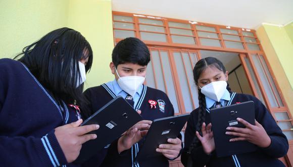 Estos tres estudiantes del colegio Virgen de la Asunta se integraron al Programa de Corresponsales Escolares de El Comercio. Su comunidad Salinas Huito (Arequipa) ha sido beneficiada con la llegada de internet 4G gracias a un proyecto de Telefónica del Perú.