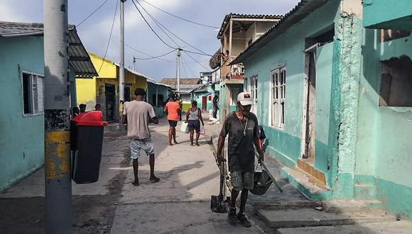 El Ingreso Solidario DNP Colombia se entrega a las familias en condición de pobreza y vulnerabilidad que se han visto afectadas por la paralización de actividades debido al coronavirus / AFP / Adrian CARBALLOS De HOYOS