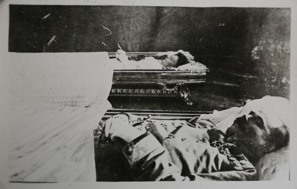 El archiduque austrohúngaro Francisco Fernando y su esposa Sophie fueron asesinados en Sarajevo. (Archivo AP)