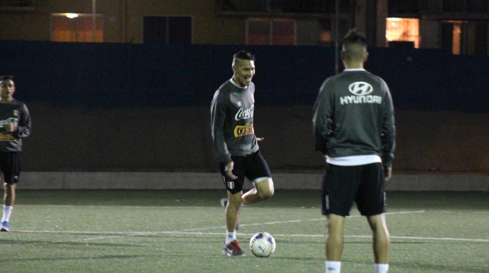 Selección peruana entrenó de noche para amistoso ante Chile - 1