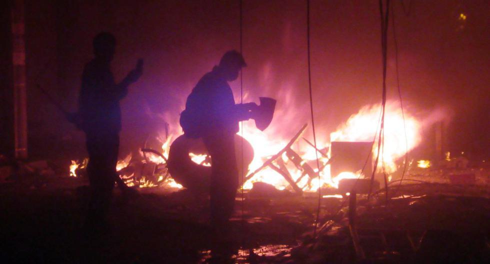 Los manifestantes de la oposición boliviana incendiaron las oficinas electorales en Sucre. Carlos Mesa, el principal rival del presidente de Bolivia, Evo Morales, se niega a reconocer el resultado de las elecciones. (AFP)