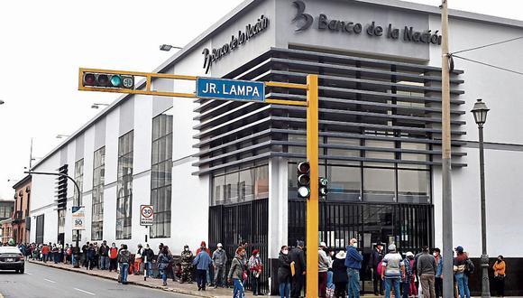 El bono de S/760 es entregado por el Estado a las familias vulnerables. (Foto: Violeta Ayasta   GEC)