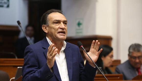 El congresista de Fuerza Popular Héctor Becerril respondió a través de Twitter por la carta notarial enviada por Nuevo Perú. (Foto: Congreso)