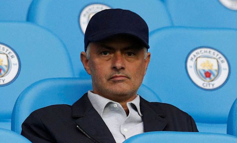 José Mourinho volvió a sacar una justificación por el liderato casi inalcanzable del Manchester City. El estratega del Manchester United culpó el poder adquisitivo de los 'sky blue'. (Foto: Reuters)