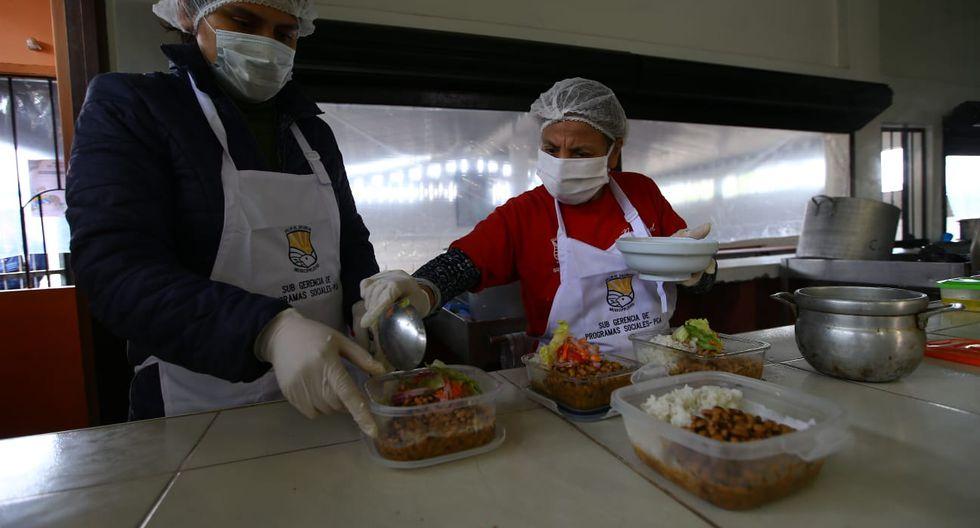 Comedor popular de Villa El Salvador volvió a operar bajo la modalidad de recojo de comida. (Fotos: Fernando Sangama)