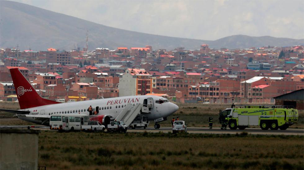 """""""Han empezado a caerse los paneles del avión, encima de las personas, especialmente del lado derecho. Toda la gente se asustó"""", recordó una pasajera de Peruvian Airlines en Bolivia."""