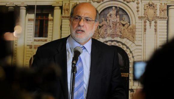 """""""Hay 14 puntos porcentuales en el aire. Está para cualquiera"""", calculó Daniel Abugattás. (Foto: Congreso de la República)"""