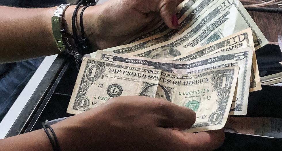 El precio del dólar en Venezuela abrió al alza este miércoles 13 de noviembre, según información del portal DolarToday. (AFP)