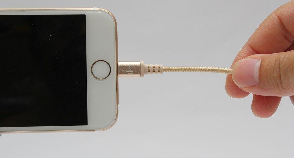 """Los característicos cables """"lightning"""" de Apple podrían tener sus días contados en Europa. (Foto: Pixabay)"""