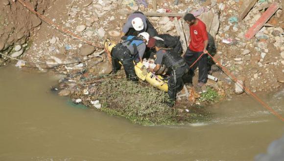 Joven cayó al río Rímac por acantilado en el Cercado de Lima