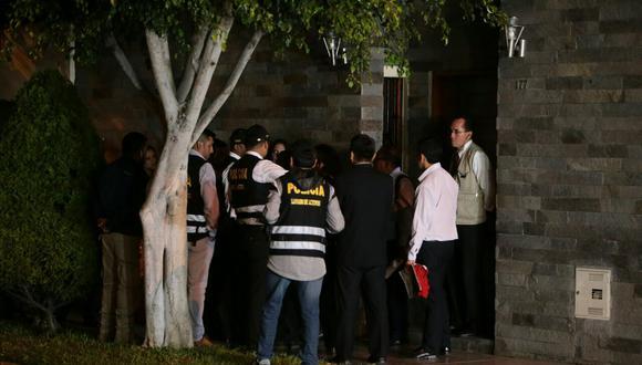 Ollanta Humala y Nadine Heredia dejaron su casa a las 3:30 a.m. aproximadamente, mientras sus bienes eran retirados luego que se conociera la orden de incautación del inmueble ubicado en Surco. (Alessandro Currarino / El Comercio)