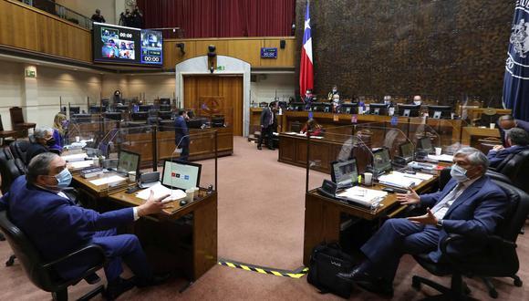 Matrimonio igualitario sigue avanzando en Chile y pasa al pleno del Senado. (Foto: AFP).