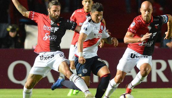 Colón se clasificó a la segunda fase de la Copa Sudamericana al vencer al Deportivo Municipal por 2-0 con un equipo formado con suplentes y juveniles. (Foto: @AgenciaTelam)