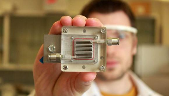 Crean dispositivo que limpia el aire usando únicamente luz