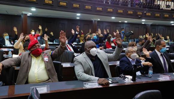 """La Asamblea Nacional de Venezuela aprobó un """"acuerdo de repudio"""" contra las sanciones de la Unión Europea y plantea """"exhortar"""" a Maduro a """"declarar persona no grata a la jefa de la delegación diplomática"""" de la UE. (EFE)."""
