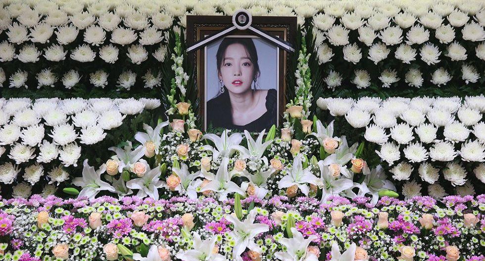 Homenaje a la artista Goo Hara, de la agrupación femenina Kara. Falleció en noviembre pasado. (Foto: AFP)